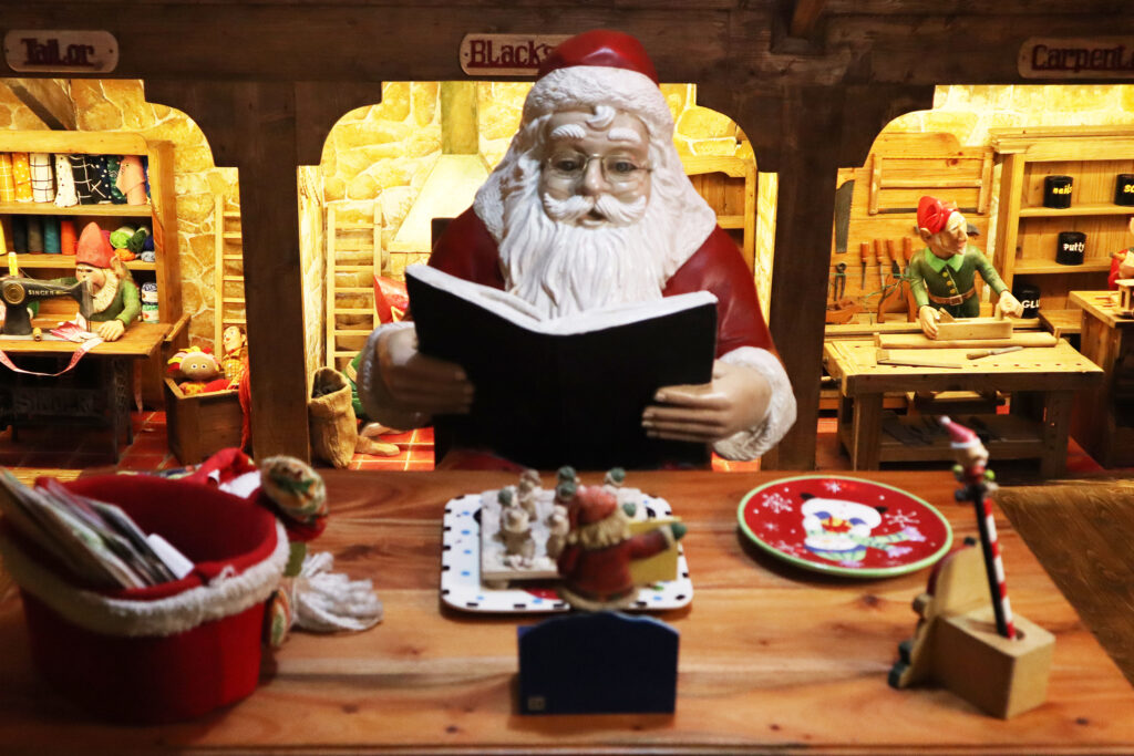 Casa Santa Santa clause reading